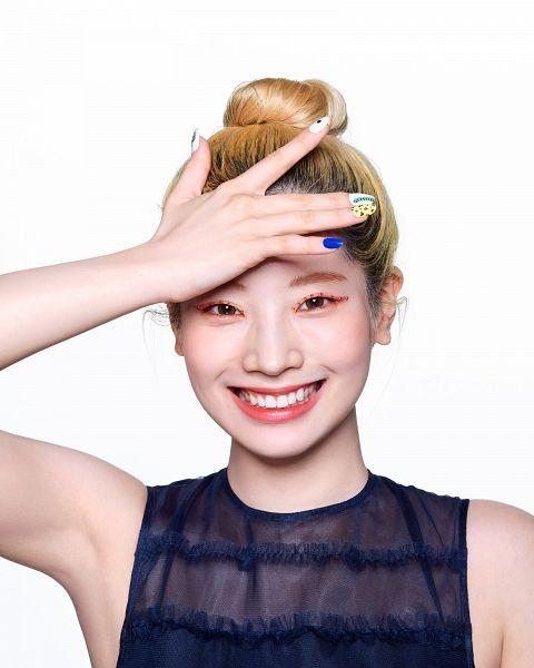 Tags: K-Pop, Twice, Kim Dahyun, Armpit, White Background, Nail Polish, Sleeveless Shirt, Hair Buns, Grin, Single Bun, Hair Up, Bare Shoulders