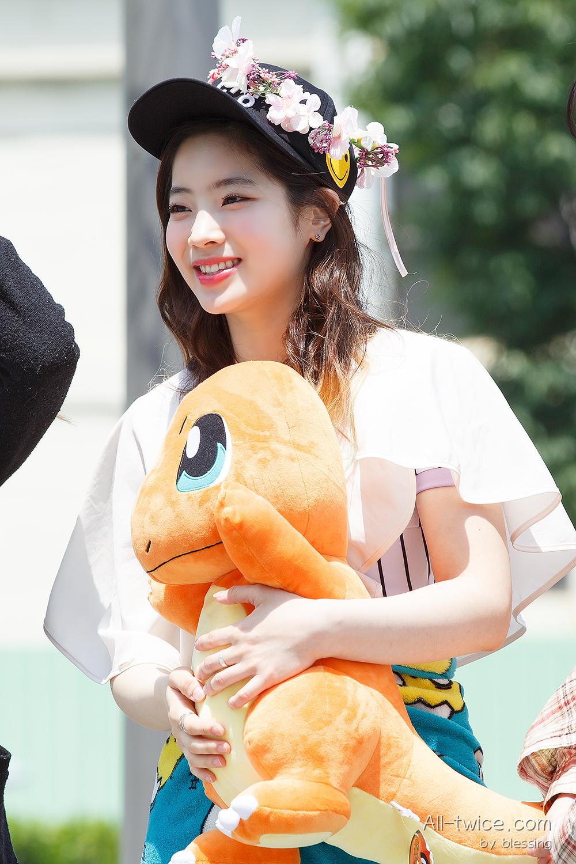 Kim.Dahyun.full.71801.jpg