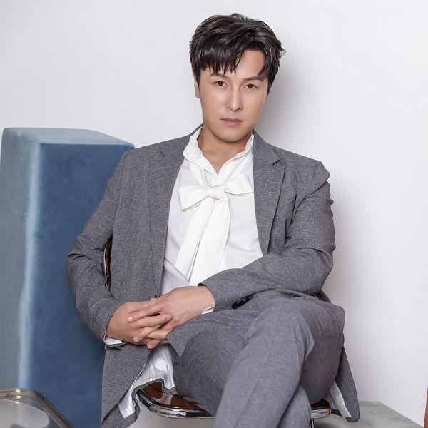 Tags: K-Pop, Shinhwa, Kim Dong Wan