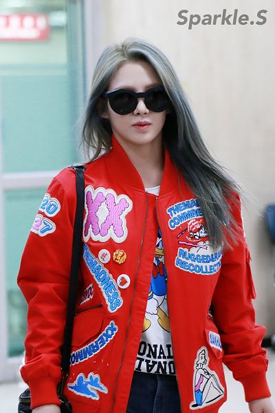 Tags: K-Pop, Girls' Generation, Kim Hyo-yeon, Red Jacket, Bag, Jeans, Covering Eyes, Airport, Black Pants, Gray Hair, Sunglasses, Sparkle.S