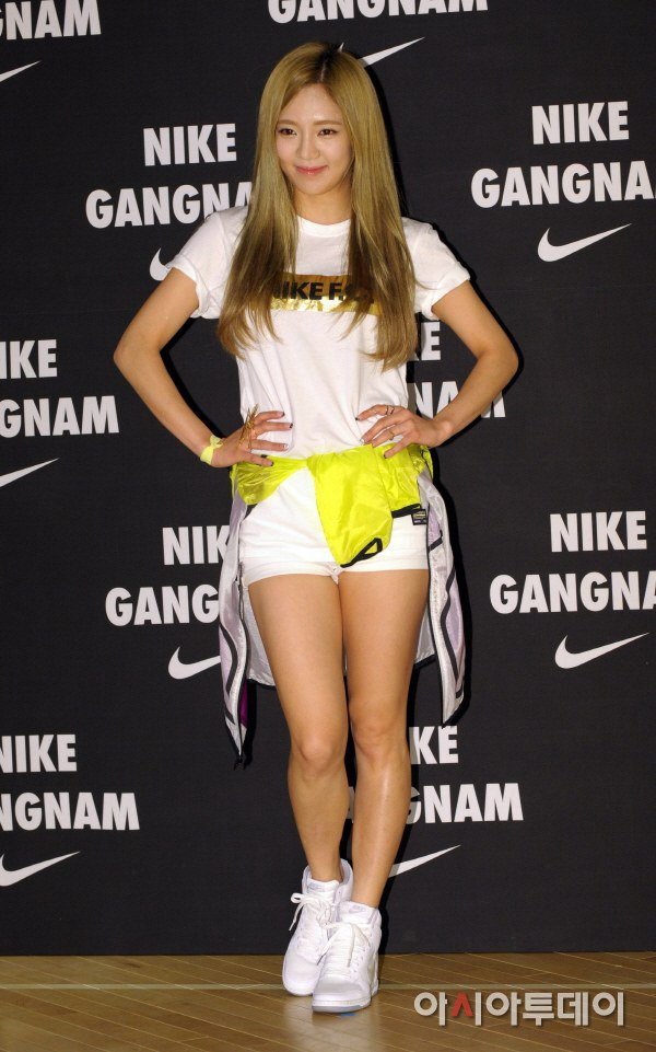 Tags: K-Pop, Girls' Generation, Kim Hyo-yeon, White Footwear, Shoes, White Shorts, Hand On Hip, Shorts, Yellow Outerwear, Sneakers, Nike