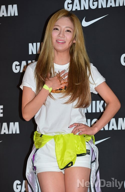 Tags: K-Pop, Girls' Generation, Kim Hyo-yeon, Yellow Outerwear, Hand On Hip, White Shorts, Shorts, Hand On Chest, Nike