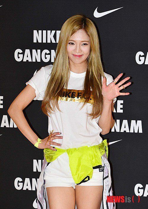 Tags: K-Pop, Girls' Generation, Kim Hyo-yeon, Hand On Hip, White Shorts, Wave, Shorts, Looking Away, Yellow Outerwear, Nike