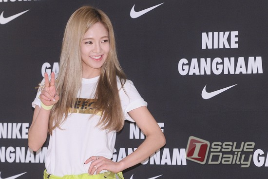 Tags: K-Pop, Girls' Generation, Kim Hyo-yeon, Looking Away, Yellow Outerwear, Hand On Hip, V Gesture, Nike