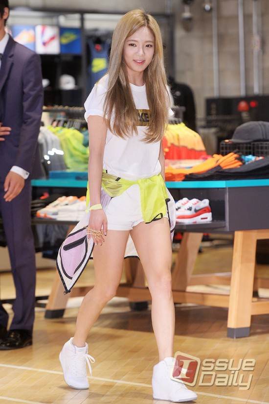 Tags: K-Pop, Girls' Generation, Kim Hyo-yeon, White Footwear, Shoes, White Shorts, Shorts, Yellow Outerwear, Sneakers, Nike