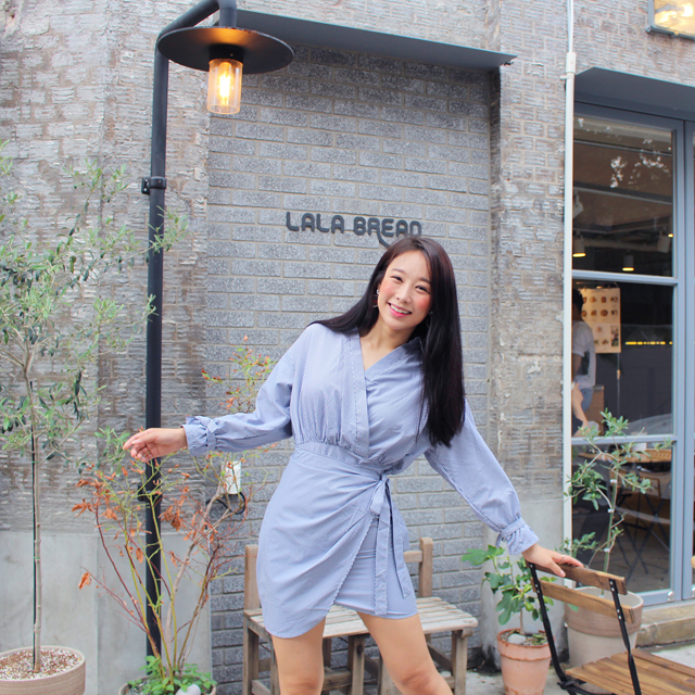 Tags: K-Pop, ICIA, Kim Hyogyeong, Lamp Post, Blue Outfit, Black Eyes, Striped Dress, Striped, Blue Dress