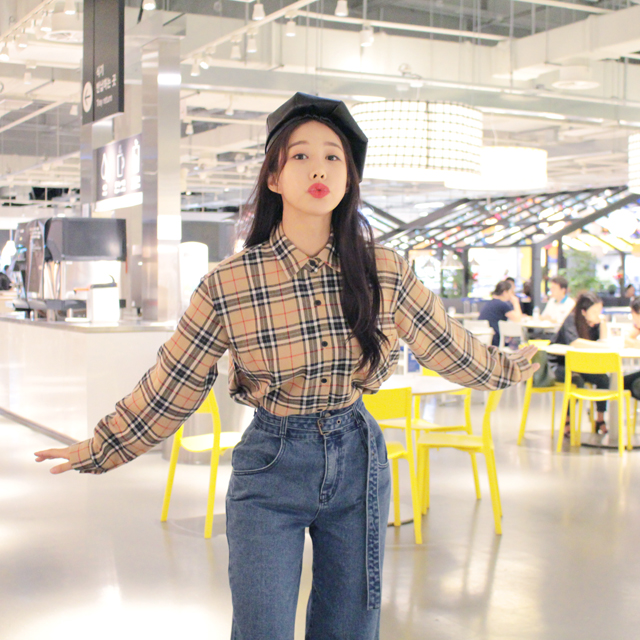 Tags: K-Pop, ICIA, Kim Hyogyeong, Blue Pants, Pouting, Hat, Checkered, Checkered Shirt