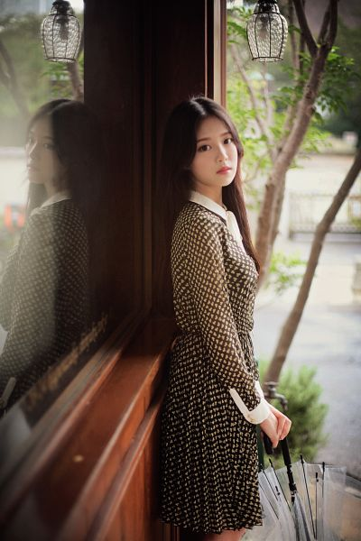 Tags: K-Pop, LOOΠΔ, Around You, Kim Hyunjin, Serious, Brown Dress, Umbrella, Lamp, Black Eyes, Brown Outfit, Window, Android/iPhone Wallpaper
