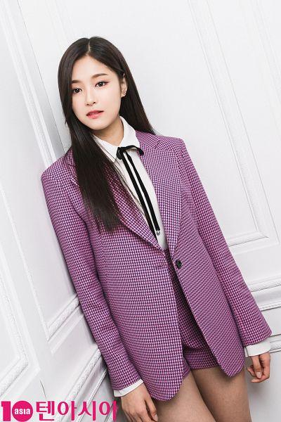 Tags: K-Pop, LOOΠΔ, Kim Hyunjin, Shorts, Black Bow, Wall, Earrings, Purple Shorts, Black Eyes, Purple Outerwear, Bow, Jacket