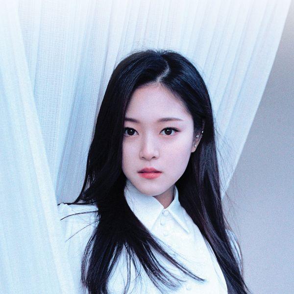 Tags: K-Pop, LOOΠΔ, Kim Hyunjin, Curtain, Serious, Black Eyes