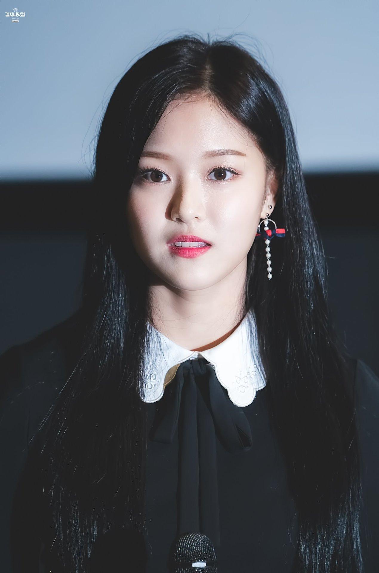 Kim.Hyunjin.full.198957.jpg
