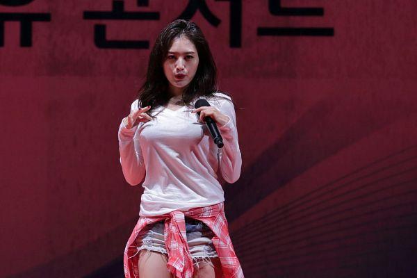 Tags: K-Pop, Rainbow, Kim Jaekyung