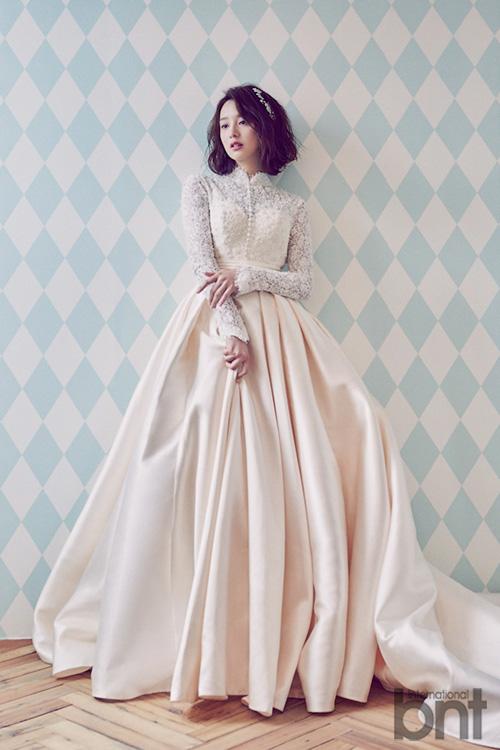 Tags: K-Drama, Kim Ji-won (actress), White Dress, Wedding Dress, White Outfit, International Bnt, Magazine Scan