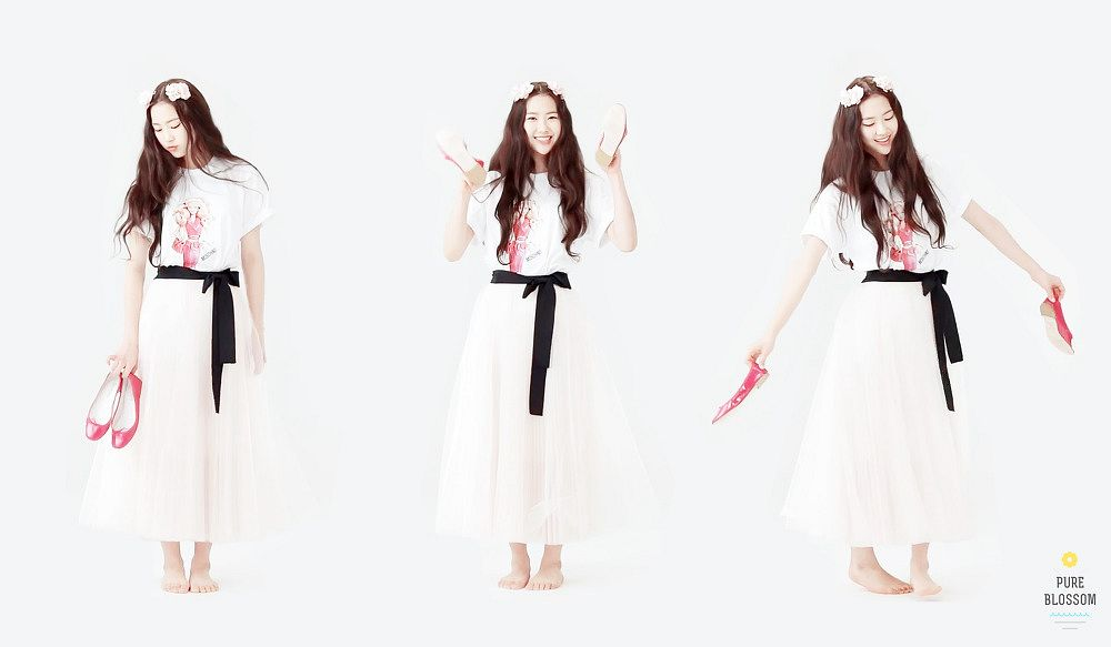 Tags: K-Pop, Oh My Girl, Kim Jiho, Trio, Three Girls, Light Background, White Background
