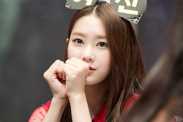 Tags: K-Pop, Oh My Girl, Kim Jiho, Finger To Lips, Wallpaper