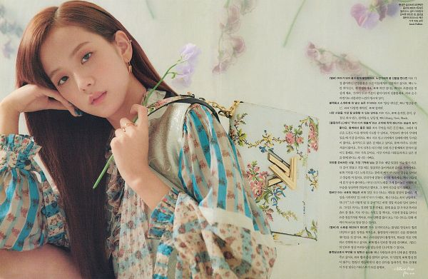 Tags: YG Entertainment, K-Pop, Black Pink, Kim Jisoo, Striped Shirt, Bag, Holding Object, Korean Text, Hand On Cheek, Striped, Make Up, Floral Print