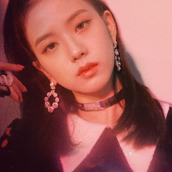 Tags: K-Pop, Black Pink, Kim Jisoo, Pink Background, Close Up, Head Tilt, Contact Lenses, Collar (Clothes), Shadow, Make Up, Choker, SQUARE UP
