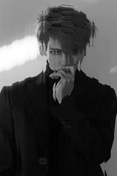 Tags: K-Pop, SHINee, Kim Jonghyun, Covering Mouth, Monochrome, Gray Background
