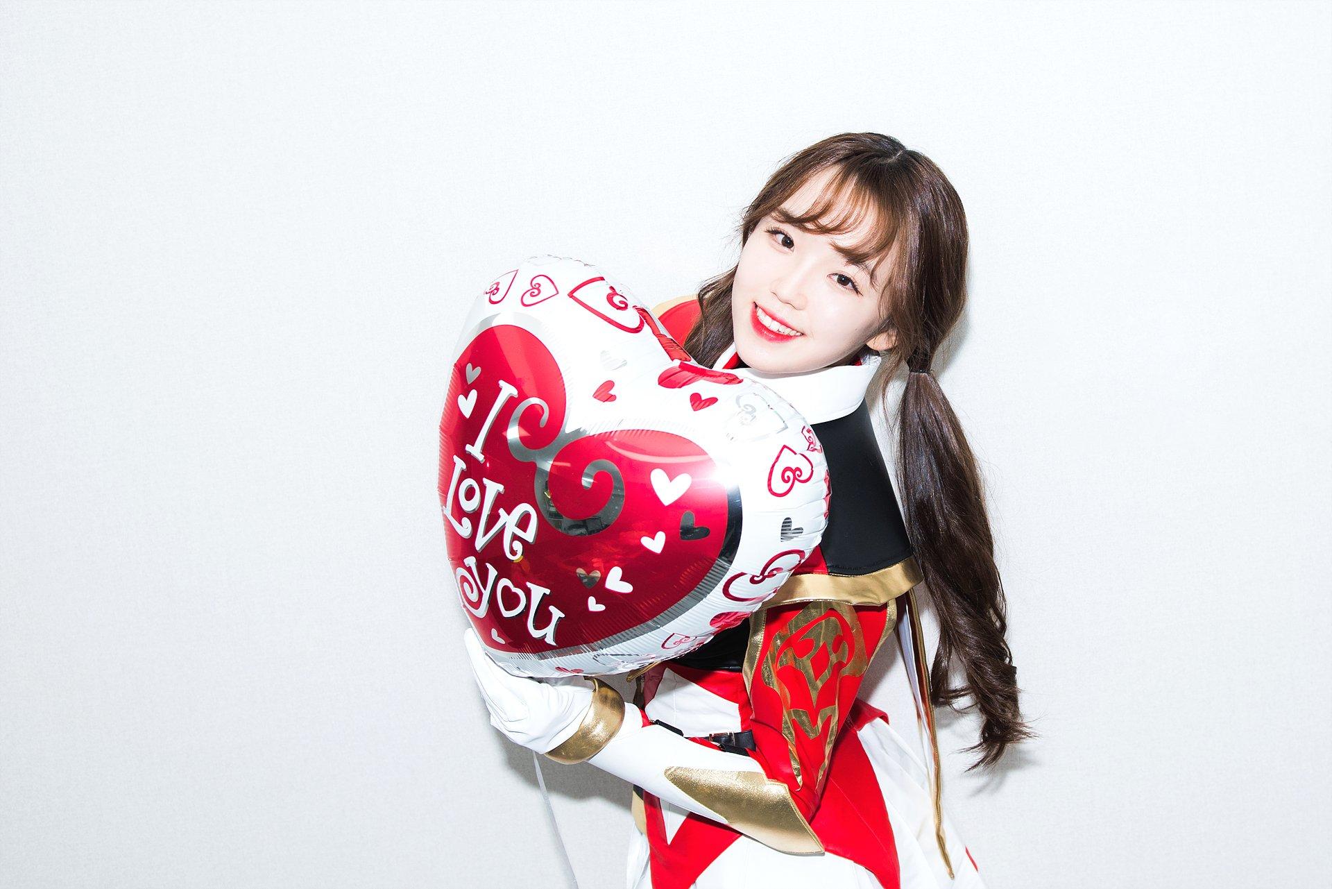 https://static.asiachan.com/Kim.Minji.%28Busters%29.full.162569.jpg