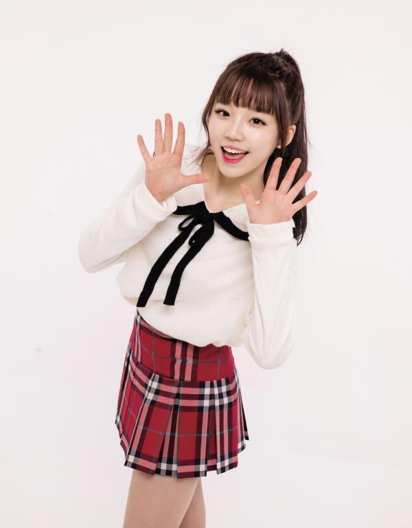 Tags: JTG Entertainment, K-Pop, Busters, Kim Minji (Busters), Black Neckwear, Ponytail, Black Bow, Light Background, Plaided Print, Plaided Skirt, White Background, Bow