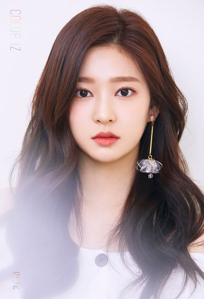 Tags: K-Pop, IZ*ONE, Kim Minju, Serious