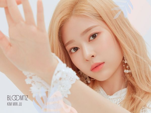 Tags: K-Pop, IZ*ONE, Kim Minju, White Dress, White Outfit, Close Up, Light Background, Serious, White Background
