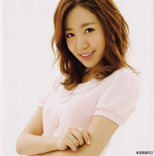 Tags: K-Pop, Apink, No No No, Kim Nam-joo, Short Sleeves, White Background, Medium Hair, Crossed Arms, Nail Polish, Close Up, Make Up, Light Background