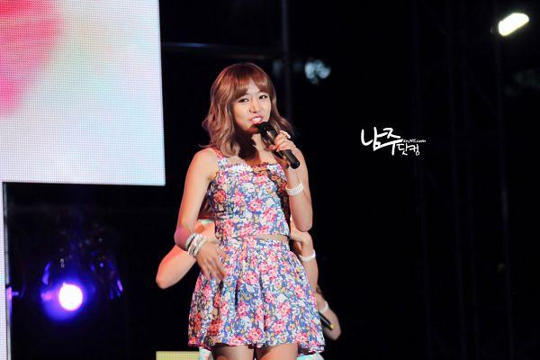 Tags: K-Pop, Apink, Kim Nam-joo, Skirt, Floral Shirt, Floral Print, Midriff, Floral Skirt