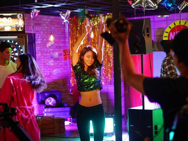 Tags: K-Pop, AOA (Ace Of Angels), Kim Seolhyun, Eyes Closed, Arms Up, Midriff, Black Pants, Green Shirt