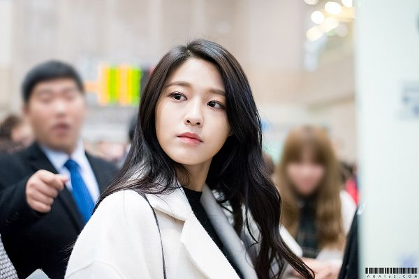 Tags: K-Pop, AOA (Ace Of Angels), Kim Seolhyun, White Outfit, Looking Away, White Jacket, Wallpaper