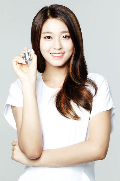 Tags: K-Pop, AOA (Ace Of Angels), Kim Seolhyun, Gray Background, Crossed Arms, Holding Object