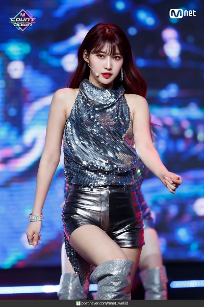 Tags: Television Show, K-Pop, Everglow, Kim Sihyeon, Sleeveless Shirt, Matching Outfit, Boots, Black Eyes, Sleeveless, Bare Shoulders, Blue Background, Shorts