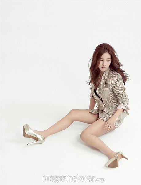 Tags: K-Drama, Kim So-eun, High Heels, Sitting On Ground, Ring, Looking Away, Esquire Magazine, Magazine Scan