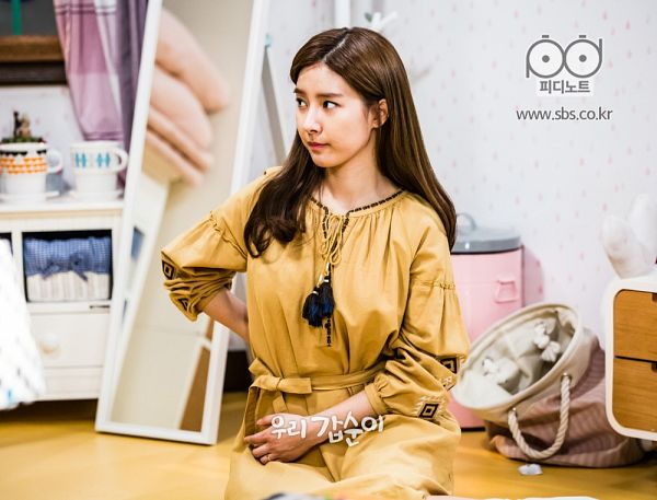 Tags: K-Drama, Kim So-eun, Sitting On Ground, Black Eyes, Mirror, Yellow Outfit, Glass, Yellow Dress, Our Gap-soon