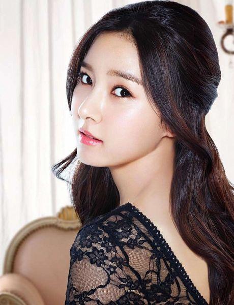 Tags: K-Drama, Kim So-eun, Lace, Close Up