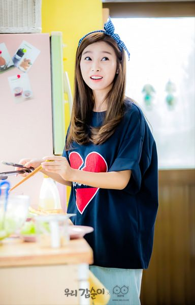 Tags: K-Drama, Kim So-eun, Blue Shirt, Fridge, Kitchen, Hairband, Cooking, Bottle, Short Sleeves, Our Gap-soon, Android/iPhone Wallpaper