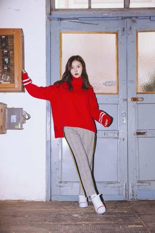 Tags: K-Drama, Kim So-eun, Crossed Legs (Standing), Red Lips, Gray Pants, Red Shirt, Sneakers, Shoes, Door