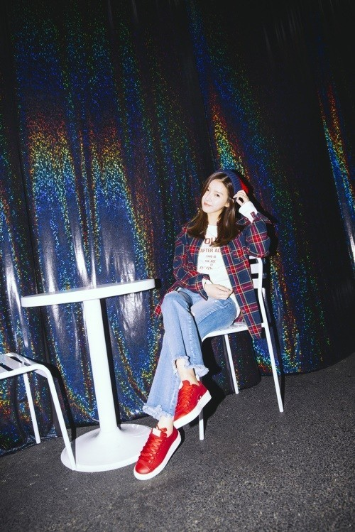 Tags: K-Drama, Kim So-eun, Shoes, Crossed Legs, Hat, Red Lips, Chair, Sneakers, Sitting On Chair, Red Footwear
