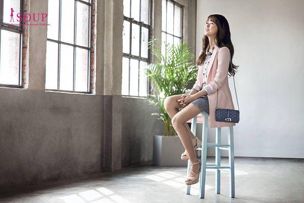 Tags: Kim So-hyun, Bag, High Heels, Skirt, Purse, Wallpaper
