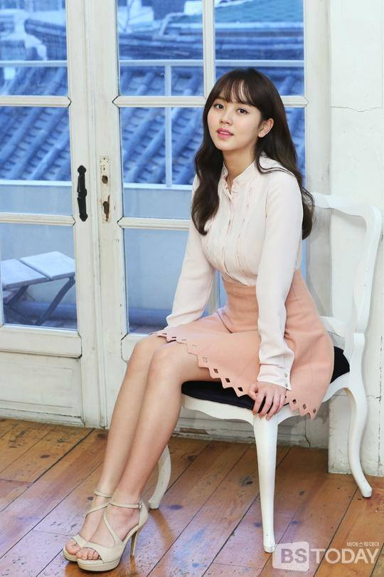 Tags: Kim So-hyun, High Heels, Skirt, Pink Skirt