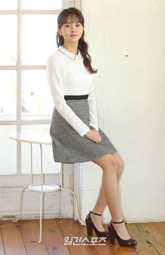 Tags: Kim So-hyun, High Heels, Skirt