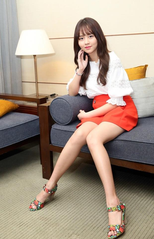 Tags: K-Drama, Kim So-hyun, Couch, Lamp, High Heels, Bracelet, Red Skirt, Skirt, Pillow