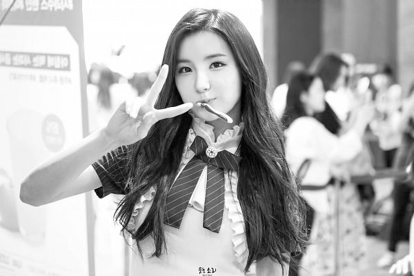 Tags: Hunus Entertainment, K-Pop, Elris, Kim Sohee (Elris), Bow Tie, Collar (Clothes), V Gesture, Toothbrush, Short Sleeves, Monochrome, Close Up