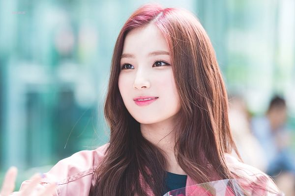 Tags: K-Pop, Elris, Kim Sohee (Elris), Blue Shirt, Red Hair, Pink Outerwear, Pink Jacket, Teeth, Looking Ahead, Close Up, Jacket, Wallpaper