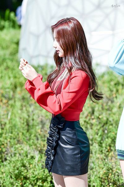 Tags: K-Pop, Elris, Kim Sohee (Elris), Side View, Skirt, Leather Skirt, Black Skirt