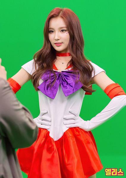Tags: Hunus Entertainment, K-Pop, Elris, Kim Sohee (Elris), Text: Artist Name, Skirt, Long Gloves, Red Skirt, Bow, Cosplay, Hand On Hip, Choker