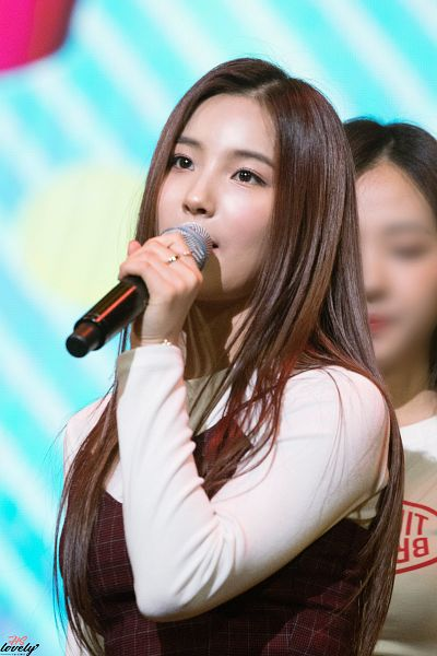 Tags: Hunus Entertainment, K-Pop, Elris, Kim Sohee (Elris), Ring, Checkered, Looking Ahead, Microphone, Covering Mouth, Checkered Shirt, Holding Object, Close Up