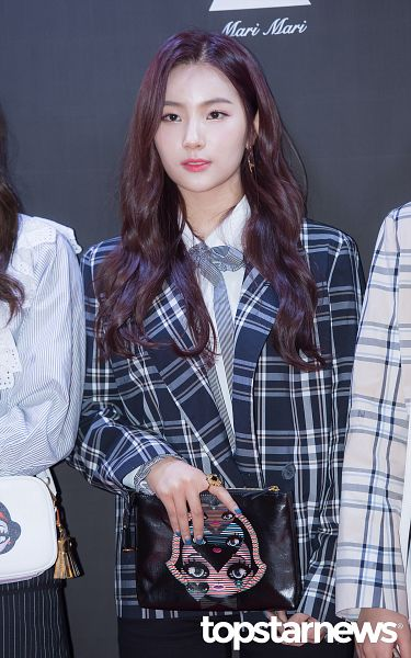 Tags: Hunus Entertainment, K-Pop, Elris, Kim Sohee (Elris), Bow Tie, Blue Jacket, Close Up, Checkered, Earrings, Bag, English Text, Checkered Jacket