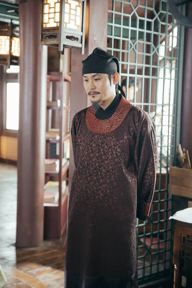 Tags: K-Drama, Kim Sung-kyun, Standing, Lamp, Brown Outfit, Hat, Beard, Traditional Clothes, Arms Behind Back, Korean Clothes, Mustache, Moon Lovers: Scarlet Heart Ryeo