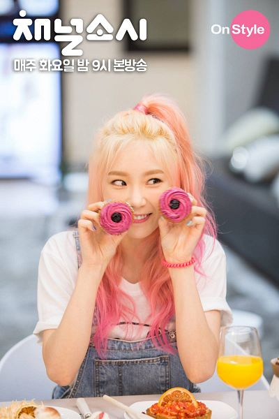 Tags: K-Pop, SM Town, Girls' Generation, Kim Tae-yeon, Mobile Wallpaper